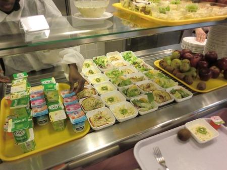 Déjeuner à la cantine de l'école