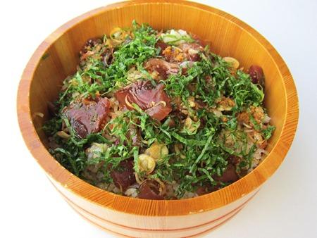 Recette de tékoné-sushi, sushi de bonite mélangé à la main de Taéko