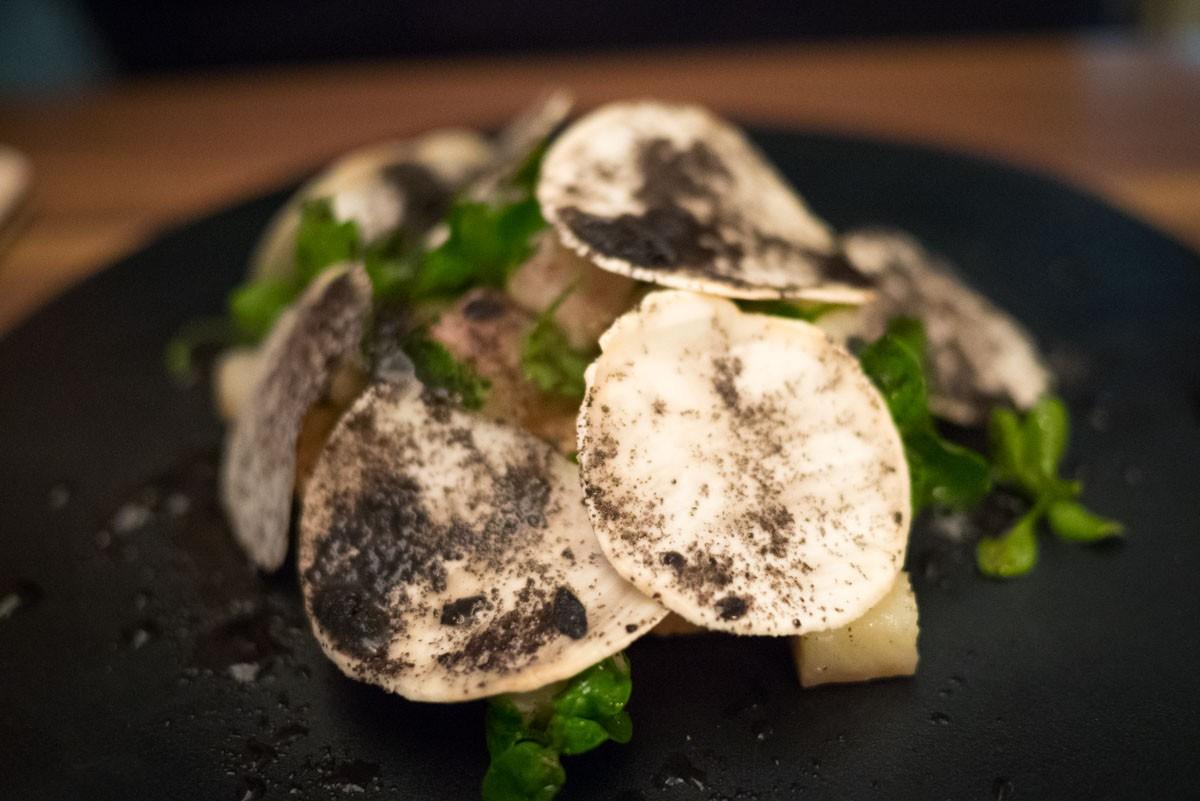 Foie gras-anguille fumée-radis-olive noire
