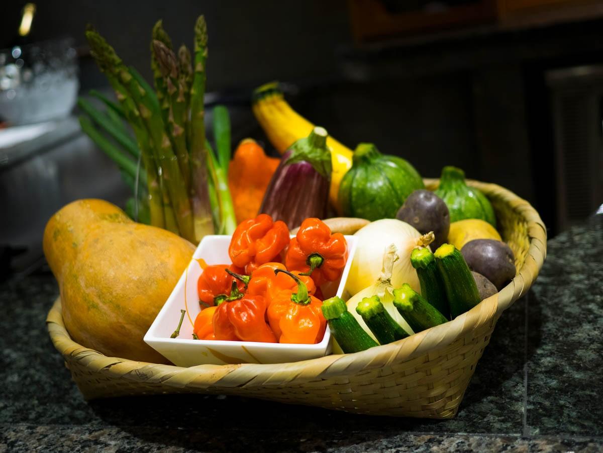 Beau panier. On choisit 3 légumes pour accompagner notre viande.