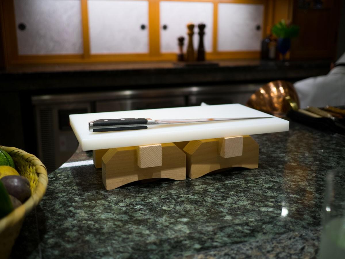 Couteau japonais et planche idem.