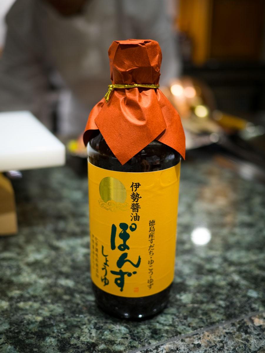 Ponzu-shoyu. Mélange de ponzu et de sauce soja.
