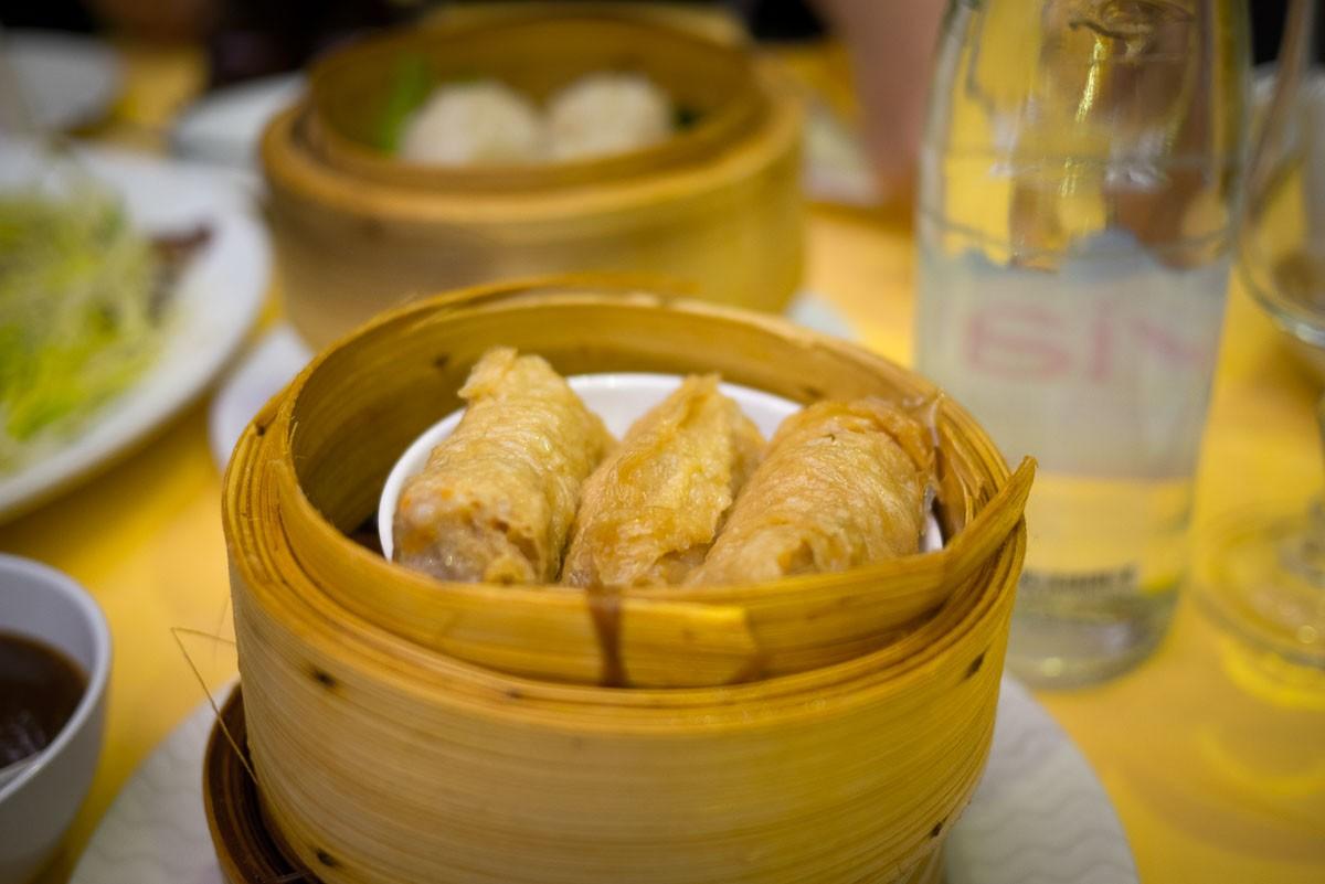 """""""Feuilles de pousses de bambou aux crevettes et porc (ce sont des feuilles de soja)."""