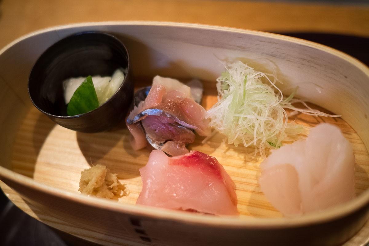 Au premier étage, sashimi.