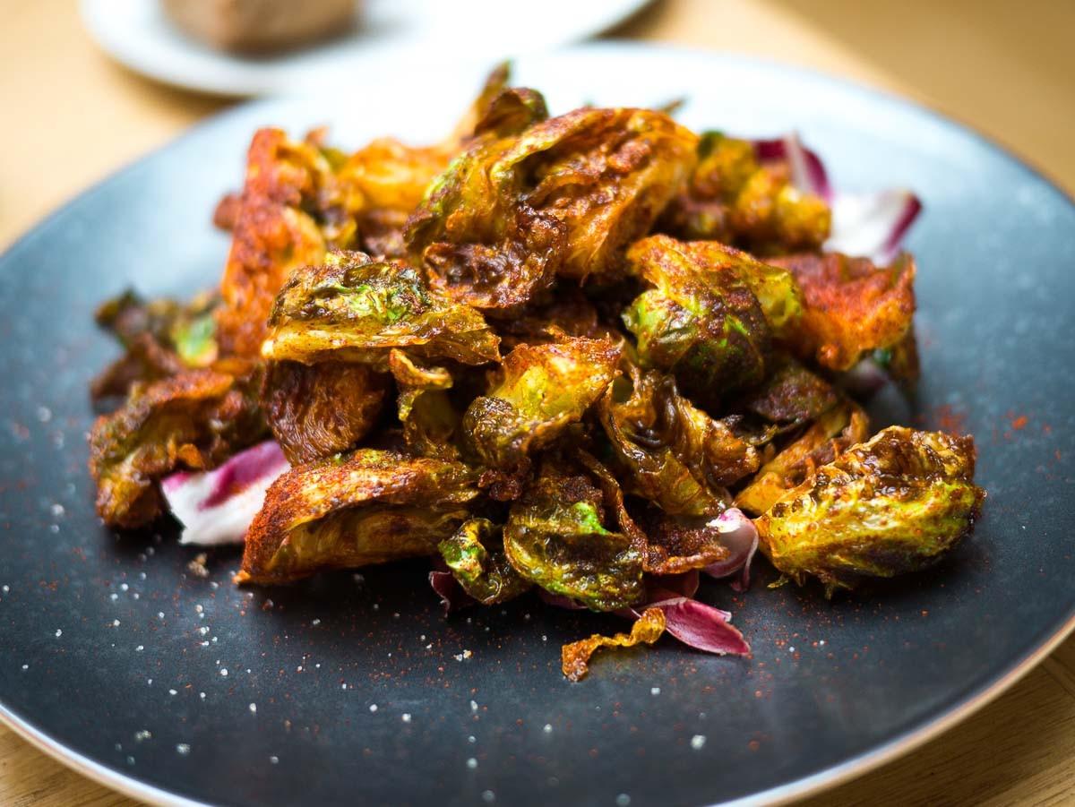 Choux de Bruxelles frits au piment fumé