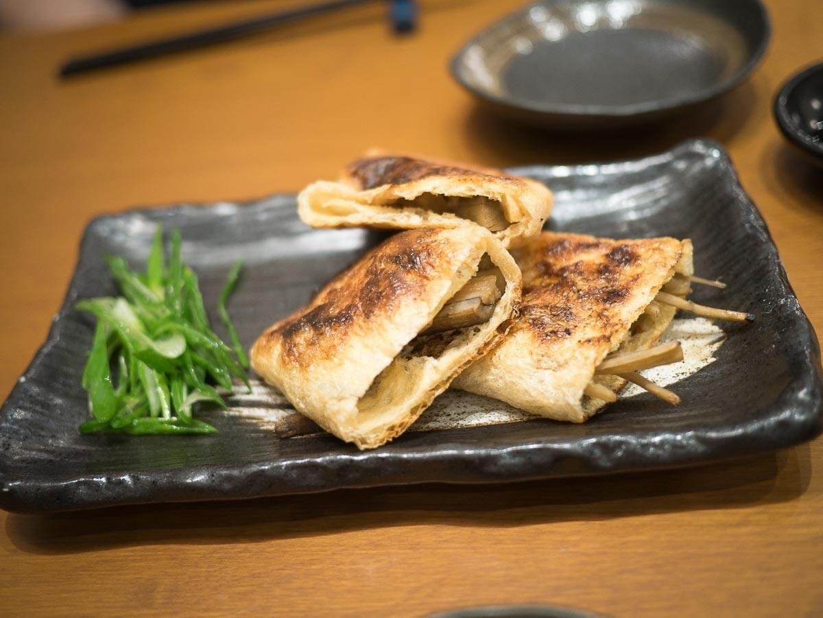 Tofu frit au gobô et fromage à raclette.