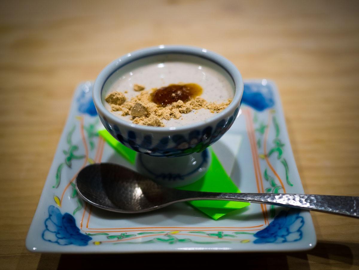 Crème de soja et poudre de soja pour le dessert.
