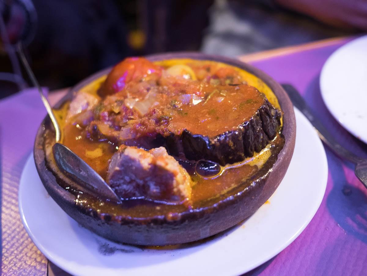 Tchanakhi. Viande de veau, aubergine, tomate, pomme de terre. Je n'ai pas goûté...